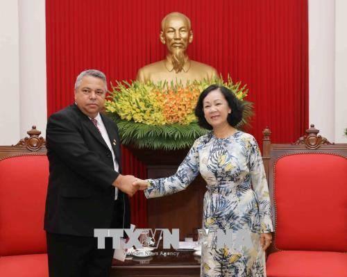 越共中央民运部部长会见古巴工人中央工会秘书长 hinh anh 1