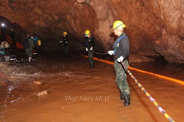 泰国13名足球队员救援工作受阻 情况令人揪心 hinh anh 1
