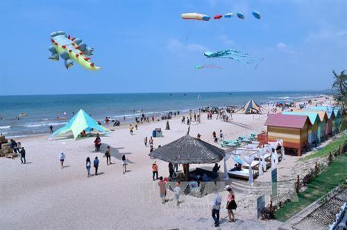平顺省力争建设成为国家级海洋旅游和体育中心 hinh anh 1
