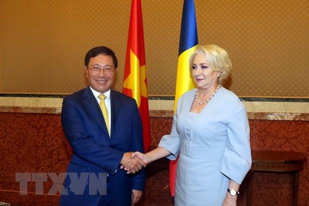越南政府副总理兼外长范平明对罗马尼亚进行正式访问 hinh anh 1