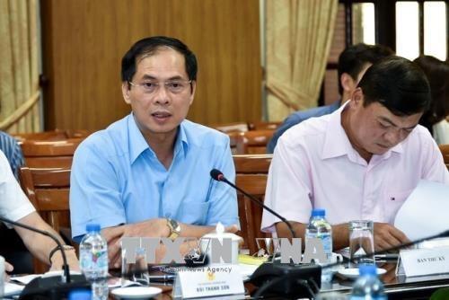 2018年世界经济论坛东盟峰会组委会第三次会议召开 hinh anh 1
