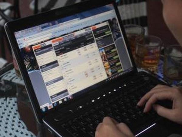 越南警方侦破一起大规模网络赌博案 涉案赌资超过两万亿越盾 hinh anh 1