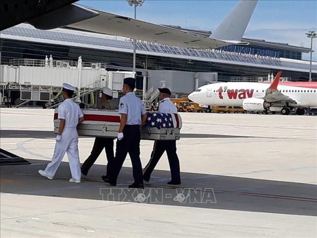 越南向美国移交在越南战争期间失踪的两具美国军人遗骸 hinh anh 1