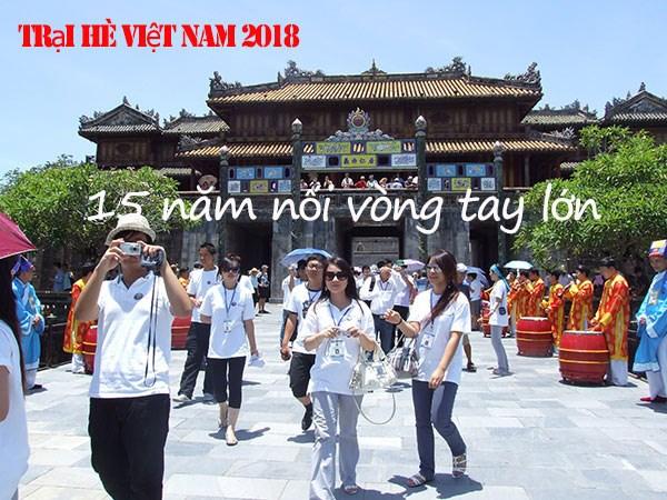 """""""15年肩并着肩手拉着手""""的2018年越南夏令营正式开营 hinh anh 1"""