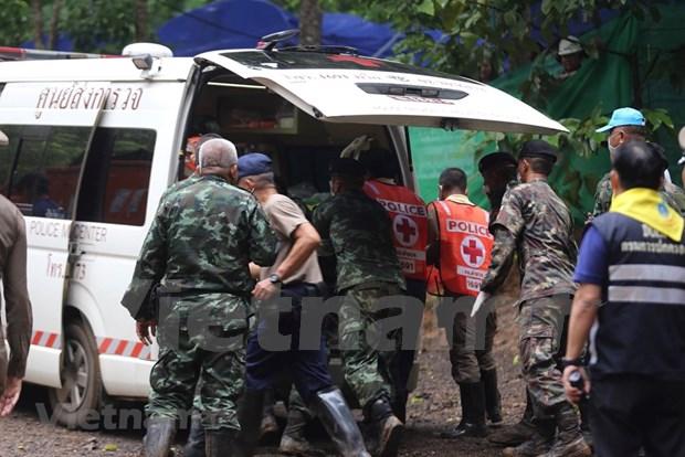 被困在洞穴里的剩余5名泰国少年球员身体状态良好 hinh anh 1