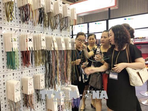 越南国际皮革鞋业系列展会吸引700多家企业参展 hinh anh 1