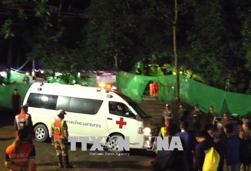 越南政府总理就泰国少年球队安全获救向泰国总理致贺电 hinh anh 1