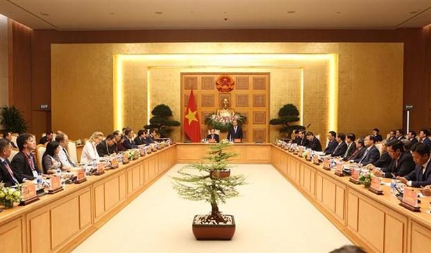 政府总理阮春福会见出席2018年工业4.0峰会的演讲者和企业代表 hinh anh 1