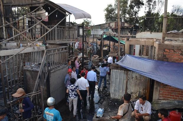 胡志明市各团体组织走访慰问柬埔寨金边火灾受灾越裔 hinh anh 1