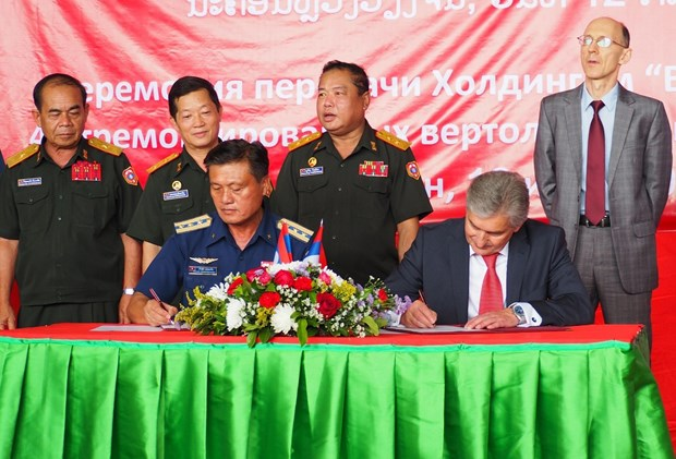 俄国向老挝交接4架维修好的直升机 hinh anh 1