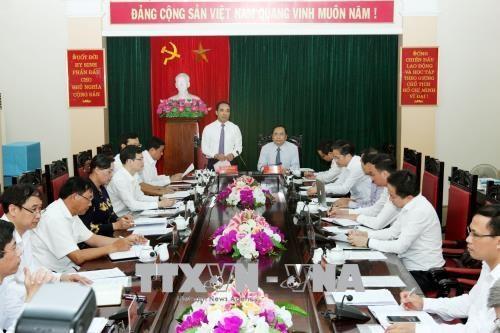 越南祖国阵线中央委员会主席陈青敏赴宣光省调研 hinh anh 1