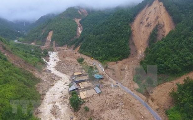 越南政府总理就洪水、山体滑坡预防工作作指示 hinh anh 1