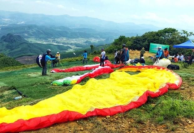 2018年广宁省滑翔伞比赛吸引国内81名运动员参加 hinh anh 2