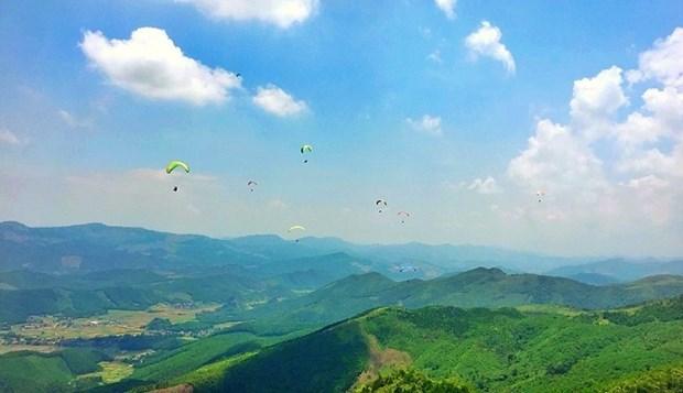 2018年广宁省滑翔伞比赛吸引国内81名运动员参加 hinh anh 3