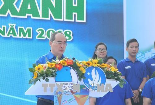 胡志明市6万多名大学生参加2018年蓝色夏天志愿服务战役出征仪式 hinh anh 2