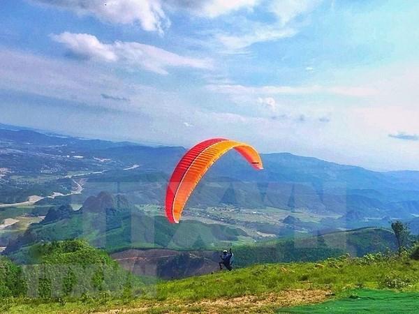2018年广宁省滑翔伞比赛吸引国内81名运动员参加 hinh anh 1