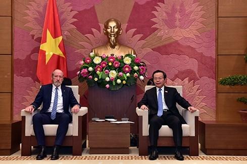 越南国会副主席冯国显会见澳大利亚议员代表团 hinh anh 1