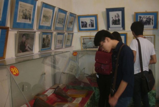 教育爱国传统的红色地址——被敌人囚禁的革命战士博物馆 hinh anh 1