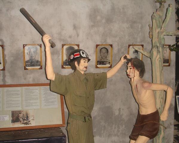 教育爱国传统的红色地址——被敌人囚禁的革命战士博物馆 hinh anh 2