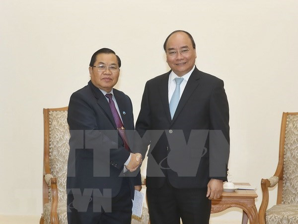 越南政府总理阮春福会见老挝国会副主席森暖• 赛雅拉 hinh anh 1