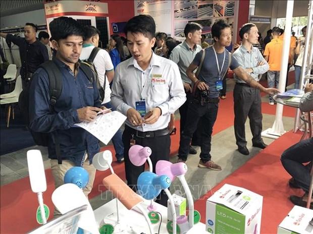 越南电力设备与技术及清洁能源产品等国际展会陆续举行 hinh anh 1