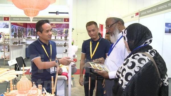 2018年新加坡礼品及赠品展:越南竹签工艺品深受观众喜爱 hinh anh 1