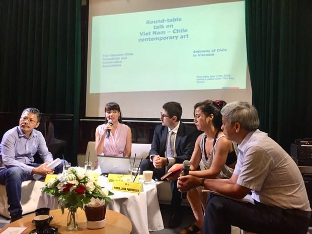 越南与智利当代艺术圆桌座谈会在河内举行 hinh anh 1