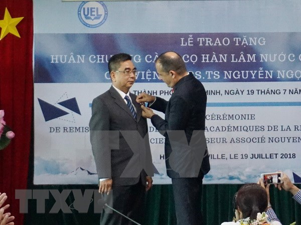 阮玉殿副教授荣获法国学术界棕榈叶骑士勋章 hinh anh 1