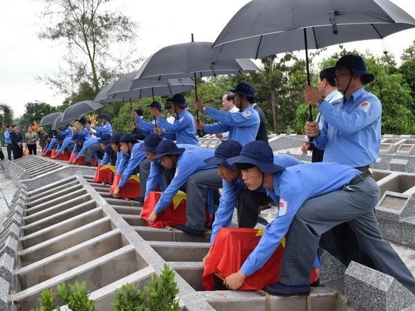 同塔省为在柬牺牲的85具越南志愿军和专家遗骨举行追悼会 hinh anh 1