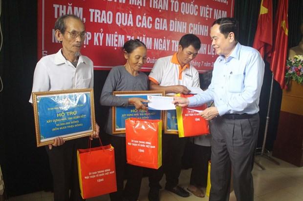越南领导代表组团探访慰问广治和清化两省优抚家庭 hinh anh 2