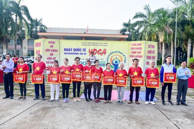 第四次国际瑜伽日在芹苴市举行 逾700名瑜伽爱好者参加 hinh anh 1