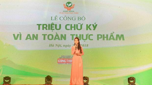 越南工贸部举行食品安全百万个签名发布仪式 征集签名达114万多个 hinh anh 1