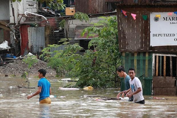 多国受暴雨台风袭击 中国多地交通阻断 菲律宾5人死亡 hinh anh 2