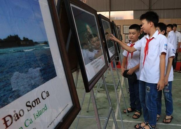 """""""黄沙与长沙归属越南—— 历史依据和法律证据""""的地图和资料展在北件省举行 hinh anh 1"""