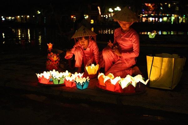 越南文化美中的会安花灯节 hinh anh 1