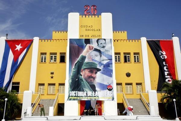 越南领导人就庆祝攻打蒙卡达兵营65周年向古巴致贺电 hinh anh 1