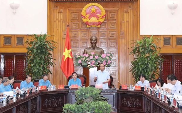 阮春福:关心解决劳动者权益保护亟待解决的问题 hinh anh 1