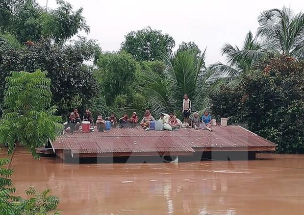 老挝水电站大坝坍塌:老挝总理通伦·西苏里赴现场监督救援 hinh anh 1