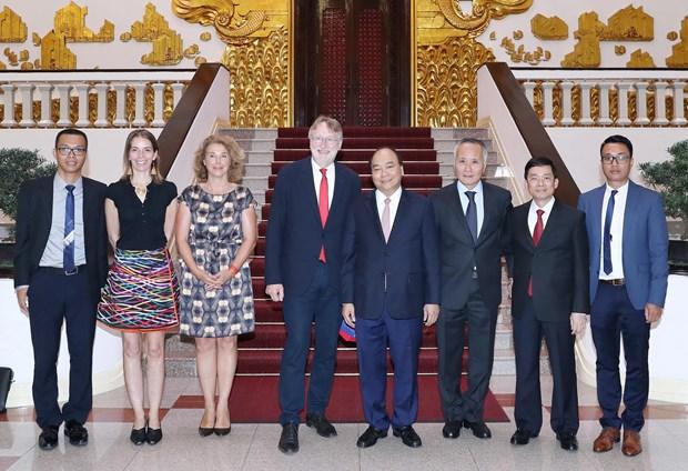 越南政府总理阮春福会见欧洲议会国际贸易委员会主席博纳德·朗耶一行 hinh anh 2