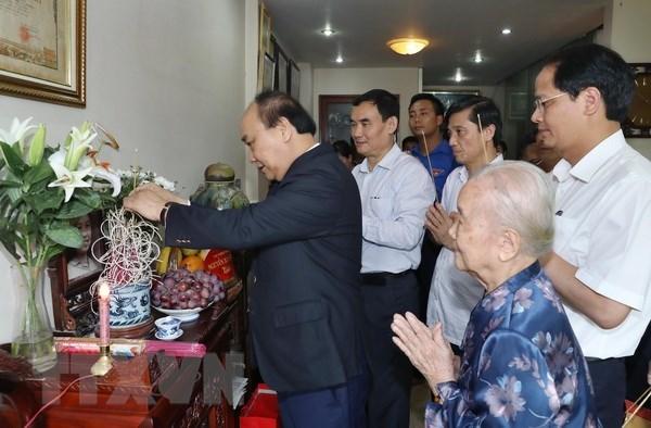 阮春福总理走访慰问基层烈士家属 hinh anh 2