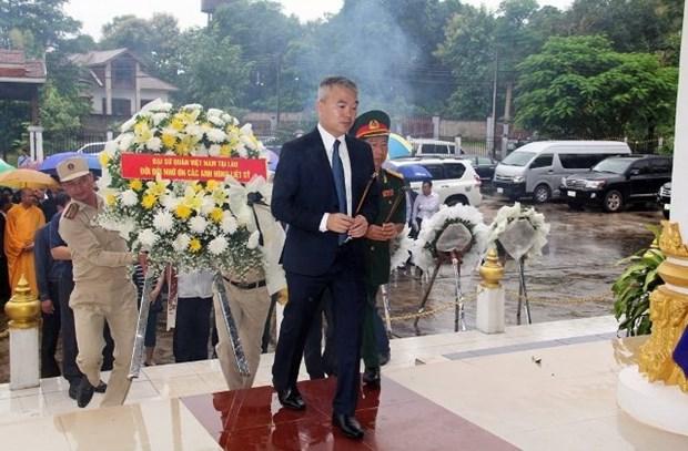 越南伤残军人与烈士日71周年纪念活动在老挝和柬埔寨举行 hinh anh 1