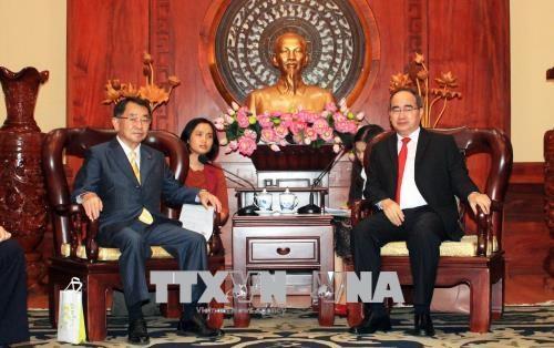 胡志明市市委书记阮善仁会见日本议员代表团一行 hinh anh 1