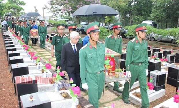 平福省举行在柬牺牲英烈遗骸安葬仪式 hinh anh 2