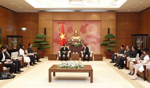 越日议员友好小组主席范明正会见日本湄公河议员联盟主席盐谷立 hinh anh 1