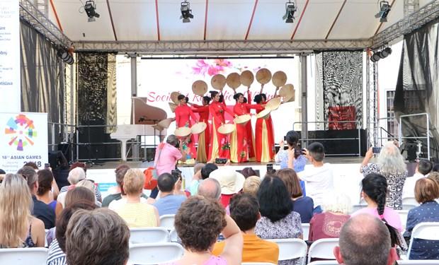 越南文化特色亮相斯洛伐克亚首都布拉迪斯拉发 hinh anh 1