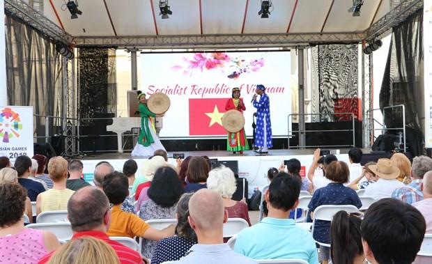 越南文化特色亮相斯洛伐克亚首都布拉迪斯拉发 hinh anh 2