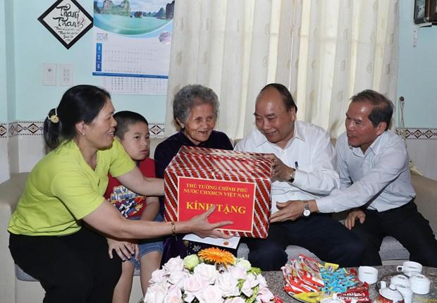 政府总理阮春福探访林同省绿色蔬菜生产模式 hinh anh 3