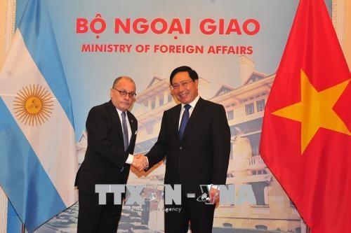阿根廷外交和宗教事务部长对越南进行正式访问 hinh anh 1