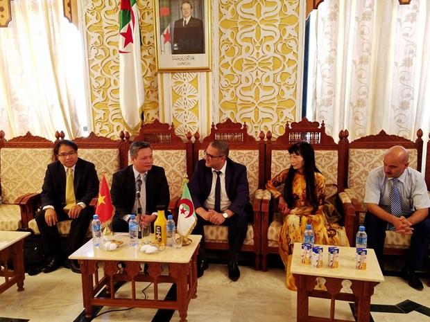 越南与阿尔及利亚麦迪亚省促进贸易与投资合作 hinh anh 1