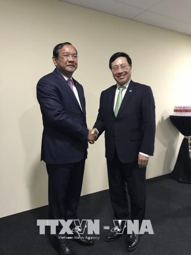 第51届东盟外长会议: 范平明分别会见柬埔寨和挪威外交大臣 hinh anh 1